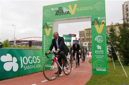 António Costa de bicicleta