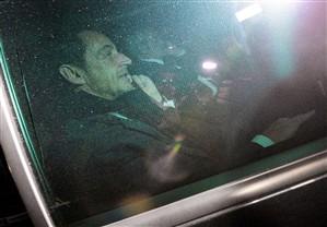Nicolas Sarkozy à saída do tribunal, em Bordéus, 23/11/2012