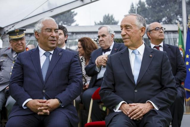 Marcelo e Costa sentados Paris