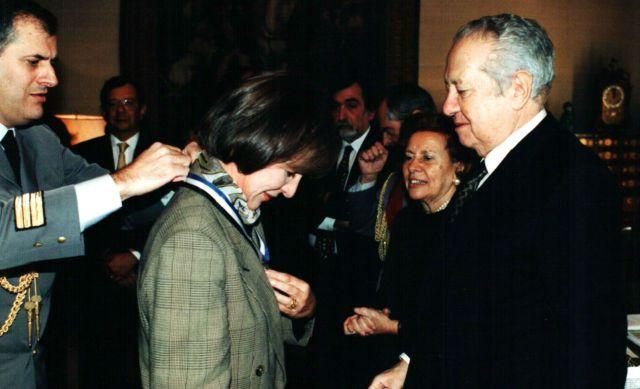 1996, final de mandato. Mário Soares condecora assessores (na foto Estrela Serrano)